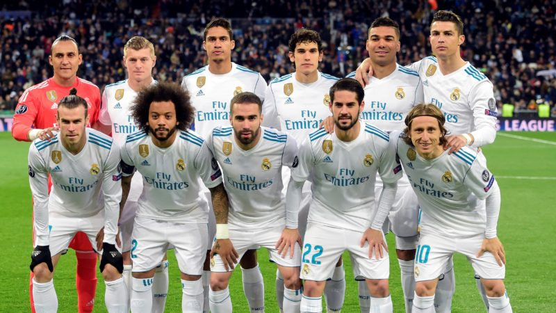 (FRONT L-R) Real Madrid's Welsh forward Gareth Bale, Real Madrid's Brazilian defender Marcelo, Real Madrid's Spanish defender Dani Carvajal, Real Madrid's Spanish midfielder Isco, Real Madrid's Croatian midfielder Luka Modric, (BACK L-R) Real Madrid's Costa Rican goalkeeper Keylor Navas, Real Madrid's German midfielder Toni Kroos, Real Madrid's French defender Raphael Varane, Real Madrid's Spanish defender Jesus Vallejo, Real Madrid's Brazilian midfielder Casemiro and Real Madrid's Portuguese forward Cristiano Ronaldo pose before the UEFA Champions League quarter-final second leg football match between Real Madrid CF and Juventus FC at the Santiago Bernabeu stadium in Madrid on April 11, 2018. / AFP PHOTO / PIERRE-PHILIPPE MARCOU
