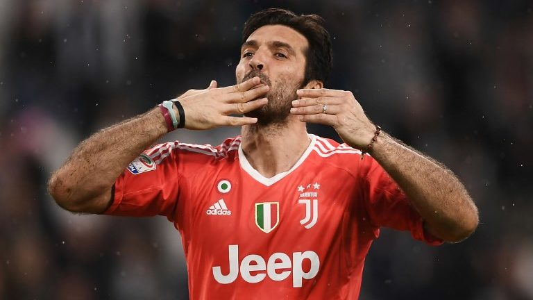 Juventus' goalkeeper Gianluigi Buffon celebrates at the end of the Italian Serie A football match between Juventus and Sampdoria on April 15, 2018 at Allianz Stadium in Turin. Juventus won the match 3-0. / AFP PHOTO / MARCO BERTORELLO