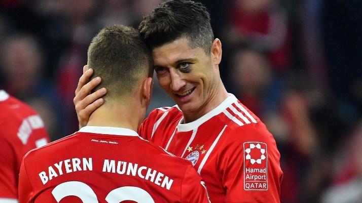 goaljubel Robert LEWANDOWSKI (Bayern Munich) after goal to 5-1 with Joshua KIMMICH (FC Bayern Munich), action, jubilation, joy, enthusiasm, football 1. Bundesliga, 30.matchday, matchday30, Bayern Munich (M) -Borussia Monchengladbach (MG) 5-1, on 14.04.2018 in Munich / Germany, ALLIANZAREN A. | usage worldwide