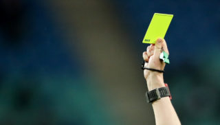 05 April 2018, Germany, Leipzig, Soccer, Europe League, Quarterfinals, RB Leipzig vs. Olympique Marseille at the Red Bull Arena: Referee Alberto Undiano Mallenco gives a yellow card. Photo: Jan Woitas/dpa-Zentralbild/dpa