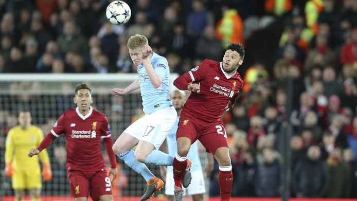 Manchester City midfielder Kevin De Bruyne (17) and Liverpool midfielder Alex Oxlade-Chamberlain during the UEFA Champions League, quarter final, 1st leg football match between Liverpool and Manchester City on April 4, 2018 at Anfield stadium in Liverpool, England - Photo Craig Galloway / ProSportsImages / DPPI