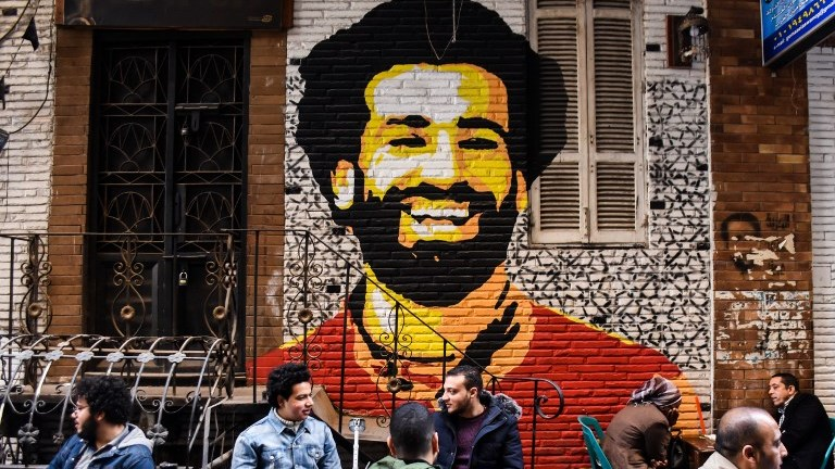 Egyptian soccer player Mohamed Salah at egyptian sit at local coffee shop under a graffiti, in down town, Cairo, Egypt on 3 February 2018. (Photo by Ahmed Awaad/NurPhoto)