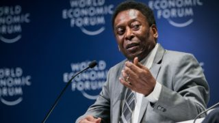 """Handout picture released by WEF showing Brazilian football legend Pele speaking during the opening plenary at the World Economic Forum on Latin America 2018 in Sao Paulo, Brazil, on March 14, 2018. / AFP PHOTO / World Economic Forum (WEF) / Benedikt VON LOEBELL / RESTRICTED TO EDITORIAL USE - MANDATORY CREDIT """"AFP PHOTO / WORLD ECONOMIC FORUM / BENEDIKT VON LOEBELL"""" - NO MARKETING NO ADVERTISING CAMPAIGNS - DISTRIBUTED AS A SERVICE TO CLIENTS"""