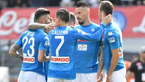 Napoli's midfielder from Slovakia Marek Hamsik (2nd R) celebrates with his teammates after scoring a goal during the Italian Serie A football match between Napoli and Torino at the San Paolo Comunal Stadium in Naples, on May 6, 2018.  / AFP PHOTO / Andreas SOLARO