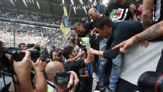 Juventus' goalkeeper Gianluigi Buffon greets fans before the Italian Serie A football match Juventus versus Verona, on May 19, 2018 at the Allianz Stadium in Turin. Italy great Gianluigi Buffon will take his final bow in goal for Juventus today at the end of a 17-year stint with the Serie A champions.  / AFP PHOTO / Andreas Solaro