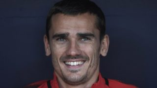 Atletico Madrid's French forward Antoine Griezmann smiles on the bench during the Spanish league football match between Club Atletico de Madrid and SD Eibar at the Wanda Metropolitano stadium in Madrid on May 20, 2018. / AFP PHOTO / GABRIEL BOUYS