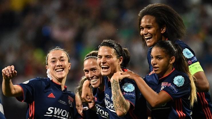 Olympique Lyonnais' players celebrate after scoring their fourth goal during the UEFA Women's Champions League final football match Vfl Wolfsburg vs Olympique Lyonnais at the Valeriy Lobanovsky stadium in Kiev on May 24, 2018. / AFP PHOTO / FRANCK FIFE