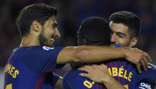 Barcelona's Uruguayan forward Luis Suarez (R) celebrates with Barcelona's French forward Ousmane Dembele (C) and Barcelona's Portuguese midfielder Andre Gomes after scoring during the Spanish Liga football match Barcelona vs Espanyol at the Camp Nou stadium in Barcelona on September 9, 2017. / AFP PHOTO / LLUIS GENE