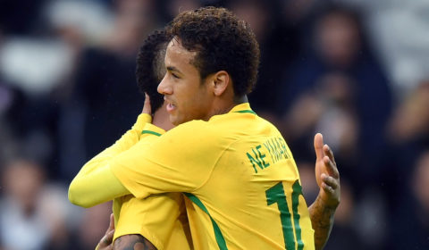 Brazil's forward Neymar celebrates after scoring a goal  during the football match between Brasil and Japan at the Pierre-Mauroy Stadium in Villeneuve d'Ascq, near Lille, northern France, on November 10, 2017.  / AFP PHOTO / DENIS CHARLET