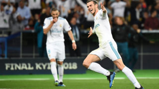 Real Madrid's Welsh forward Gareth Bale celebrates after scoring his team's third goal during the UEFA Champions League final football match between Liverpool and Real Madrid at the Olympic Stadium in Kiev, Ukraine, on May 26, 2018.  / AFP PHOTO / FRANCK FIFE