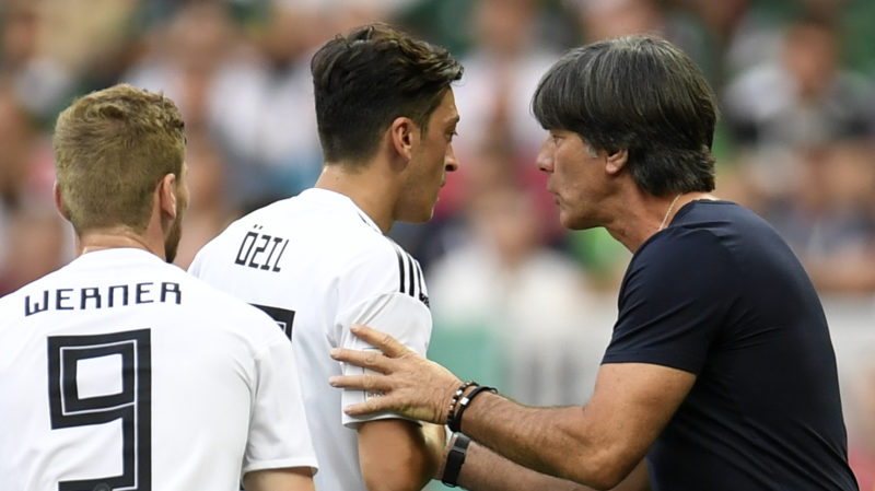 Germany's coach Joachim Loew (R) speaks with Germany's midfielder Mesut Ozil (L) during the Russia 2018 World Cup Group F football match between Germany and Mexico at the Luzhniki Stadium in Moscow on June 17, 2018. / AFP PHOTO / Patrik STOLLARZ / RESTRICTED TO EDITORIAL USE - NO MOBILE PUSH ALERTS/DOWNLOADS
