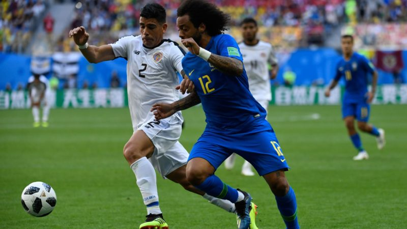 Costa Rica's defender Johnny Acosta (L) marks Brazil's defender Marcelo during the Russia 2018 World Cup Group E football match between Brazil and Costa Rica at the Saint Petersburg Stadium in Saint Petersburg on June 22, 2018. / AFP PHOTO / CHRISTOPHE SIMON / RESTRICTED TO EDITORIAL USE - NO MOBILE PUSH ALERTS/DOWNLOADS