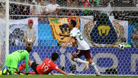 South Korea's goalkeeper Cho Hyun-woo (L) fails to stop a goal by Mexico's forward Javier Hernandez (not seen) during the Russia 2018 World Cup Group F football match between South Korea and Mexico at the Rostov Arena in Rostov-On-Don on June 23, 2018. Mexico won 2-1.  / AFP PHOTO / JOE KLAMAR / RESTRICTED TO EDITORIAL USE - NO MOBILE PUSH ALERTS/DOWNLOADS
