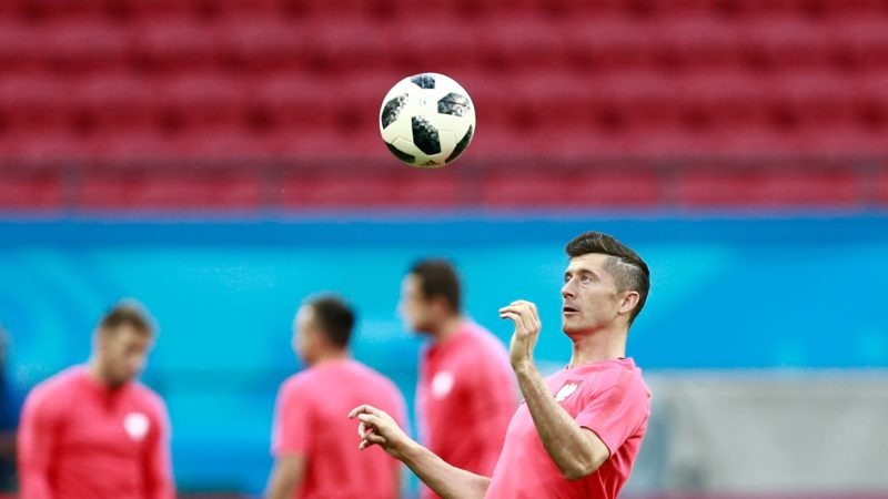 Poland's forward Robert Lewandowski takes part in a  training session at the Kazan Arena in Kazan on June 23, 2018, on the eve of the Russia 2018 World Cup Group H football match between Poland and Colombia. / AFP PHOTO / BENJAMIN CREMEL
