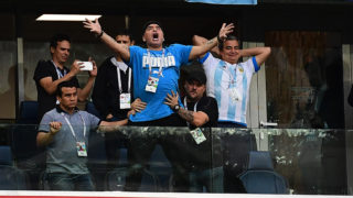 Former Argentina forward Diego Maradona (C) celebrates the opening goal during the Russia 2018 World Cup Group D football match between Nigeria and Argentina at the Saint Petersburg Stadium in Saint Petersburg on June 26, 2018. / AFP PHOTO / Giuseppe CACACE / RESTRICTED TO EDITORIAL USE - NO MOBILE PUSH ALERTS/DOWNLOADS