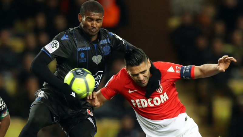 Monaco's Colombian forward Radamel Falcao (R) vies with Nice's Brasilian defender Santos Marlon (L) during the French L1 football match Monaco vs Nice on January 16, 2018 at the Louis II stadium in Monaco.    / AFP PHOTO / VALERY HACHE