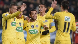 Paris Saint-Germain's Brazilian forward Neymar (2nd L) celebrates with his teammates forward Kylian Mbappe (L) and Paris defender Dani Alves (C) after scoring a goal during the French Cup football match between Rennes (SRFC) and Paris-Saint-Germain (PSG) on January 7, 2018 at the Roazhon Park of Rennes, western France. / AFP PHOTO / JEAN-SEBASTIEN EVRARD