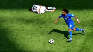 Brazil's defender Marcelo (R) runs by Costa Rica's forward Johan Venegas during the Russia 2018 World Cup Group E football match between Brazil and Costa Rica at the Saint Petersburg Stadium in Saint Petersburg on June 22, 2018. / AFP PHOTO / Giuseppe CACACE / RESTRICTED TO EDITORIAL USE - NO MOBILE PUSH ALERTS/DOWNLOADS