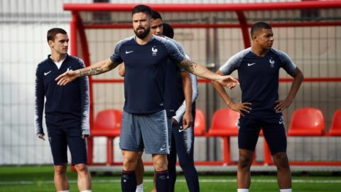 (L to R) France's forward Antoine Griezmann, France's forward Olivier Giroud, France's defender Raphael Varane and France's forward Kylian Mbappe attend a training session at the Luzhniki trining field in Moscow on July 14, 2018 on the eve of the Russia 2018 World Cup final football match between France and Croatia. / AFP PHOTO / FRANCK FIFE