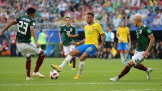 02 July 2018, Russia, Samara: Soccer, World Cup 2018, Final round - round of 16: Mexico vs. Brazil at the Samara stadium: Brazil's Neymar (C) and Mexico's Carlos Salcedo (R) vying for the ball. Photo: Christian Charisius/dpa