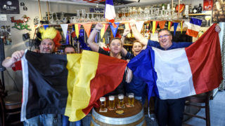 Belgian and French supporters gather at a cafe on July 9, 2018 near the French-Belgian border, ahead of the Russia 2018 World Cup semi-final football match between Belgium and France on July 10, 2018. / AFP PHOTO / FRANCOIS LO PRESTI