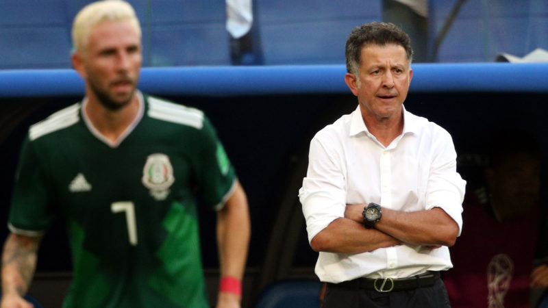 5574120 02.07.2018 Mexico's head coach Juan Carlos Osorio watches his players during the World Cup Round of 16 soccer match between Brazil and Mexico at the Samara Arena, in Samara, Russia, July 2, 2018. Ramil Sitdikov / Sputnik