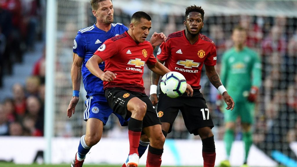 Manchester United's English defender Luke Shaw (L) vies with Manchester United's Chilean striker Alexis Sanchez (C) and Manchester United's Brazilian midfielder Fred during the English Premier League football match between Manchester United and Leicester City at Old Trafford in Manchester, north west England, on August 10, 2018. / AFP PHOTO / Oli SCARFF / RESTRICTED TO EDITORIAL USE. No use with unauthorized audio, video, data, fixture lists, club/league logos or 'live' services. Online in-match use limited to 120 images. An additional 40 images may be used in extra time. No video emulation. Social media in-match use limited to 120 images. An additional 40 images may be used in extra time. No use in betting publications, games or single club/league/player publications /