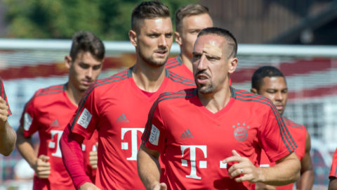 03 August 2018, Germany, Rottach-Egern: Leon Goretzka (L-R), goalkeeper Sven Ulreich, goalkeeper Manuel Neuer, Franck Ribéry and Serge Gnabry from FC Bayern Munich participating in the training session. The club is located for a one-week training camp at Tegernsee. Photo: Peter Kneffel/dpa