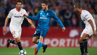 SEVILLE, SPAIN - MAY 09:  Mateo Kovacic of Real Madrid CF  competes for the ball with Franco Vazquez of Sevilla FC  during the La Liga match between Sevilla FC and Real Madrid at Ramon Sanchez Pizjuan stadium on May 9, 2018 in Seville, Spain.  (Photo by Aitor Alcalde/Getty Images)