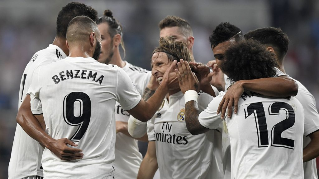 Real Madrid's French forward Karim Benzema (L) celebrates with teammates after scoring their third goal during the Spanish league football match between Real Madrid CF and Club Deportivo Leganes SAD at the Santiago Bernabeu stadium in Madrid on September 1, 2018. / AFP PHOTO / GABRIEL BOUYS