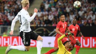 09 September 2018, Germany, Sinsheim: Soccer Friendly match: Germany vs Peru in the Wirsol Rhein-Neckar-Arena: Julian Brandt (L) from Germany shoots the 1-1 equaliser against Peru's goalkeeper Pedro Gallese (R). Photo: Arne Dedert/dpa