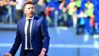 AS Rome's Italian coach Eusebio Di Francesco reacts during the Italian Serie A football match AS Roma vs SPAL 2013 on October 20, 2018 at the Olympic stadium in Rome. (Photo by Alberto PIZZOLI / AFP)