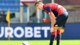 GENOA, ITALY - OCTOBER 07: Krzysztof Piatek of Genoa reacts with disappointment after Luca Siligardi of Parma has scored a goal during the Serie A match between Genoa CFC and Parma Calcio at Stadio Luigi Ferraris on October 7, 2018 in Genoa, Italy. (Photo by Paolo Rattini/Getty Images)