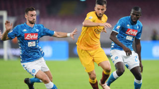 NAPLES, ITALY - OCTOBER 28: Fabian Ruiz and Kalidou Koulibaly of SSC Napoli fight for the ball with Bryan Cristante of AS Roma during the Serie A match between SSC Napoli and AS Roma at Stadio San Paolo on October 28, 2018 in Naples, Italy.  (Photo by Francesco Pecoraro/Getty Images)