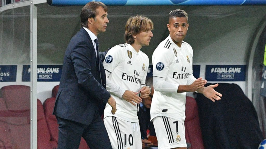 Real Madrid's Spanish coach Julen Lopetegui, Real Madrid's Croatian midfielder Luka Modric and Real Madrid's Spanish-Dominican forward Mariano during the UEFA Champions League group G football match between PFC CSKA Moscow and Real Madrid CF at the Luzhniki stadium in Moscow on October 2, 2018. / AFP PHOTO / Mladen ANTONOV