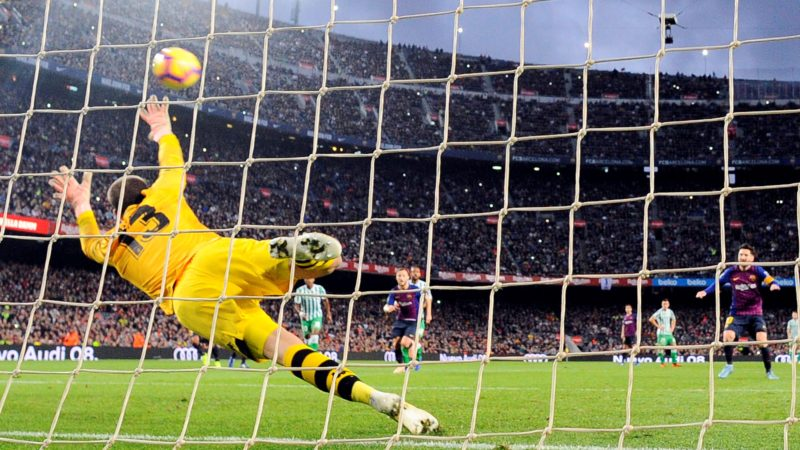 Barcelona's Argentinian forward Lionel Messi (R) shoots a penalty kick to score a goal during the Spanish league football match between FC Barcelona and Real Betis at the Camp Nou stadium in Barcelona on November 11, 2018. (Photo by Josep LAGO / AFP)