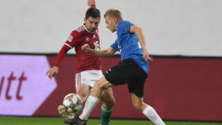 Estonia's defender Taijo Teniste (R) vies with Hungary's midfielder Mate Patkai (L) during the UEFA Nations League football match between Hungary and Estonia in Budapest on November 15, 2018. (Photo by ATTILA KISBENEDEK / AFP)