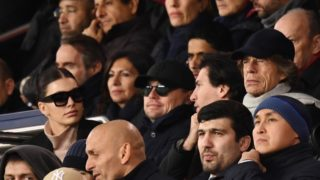 British singer Mick Jagger of The Rolling Stones (R), US actor Leonardo Di Caprio (C) and his partner Argentinian and US model Camilla Morrone (L) cheer during the UEFA Champions League Group C football match between Paris Saint-Germain (PSG) and Liverpool FC at the Parc des Princes stadium, in Paris, on November 28, 2018. (Photo by FRANCK FIFE / AFP)