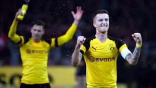 dpatop - 10 November 2018, North Rhine-Westphalia, Dortmund: Soccer: Bundesliga, Borussia Dortmund - Bayern Munich, 11th matchday in Signal-Iduna Park. The Lukasz Piszczek and Marco Reus (r) of Dortmund celebrate after the 3:2 victory. Photo: Ina Fassbender/dpa - IMPORTANT NOTE: In accordance with the requirements of the DFL Deutsche Fußball Liga or the DFB Deutscher Fußball-Bund, it is prohibited to use or have used photographs taken in the stadium and/or the match in the form of sequence images and/or video-like photo sequences.