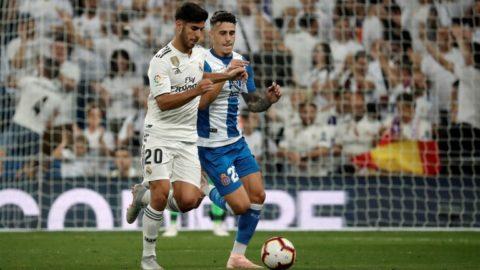MADRID, SPAIN - SEPTEMBER 22: Marco Asensio of Real Madrid in action against Mario Hermoso of Espanyol during the La Liga match between Real Madrid and Espanyol at Santiago Bernabeu Stadium in Madrid, Spain on September 22, 2018.     Burak Akbulut / Anadolu Agency
