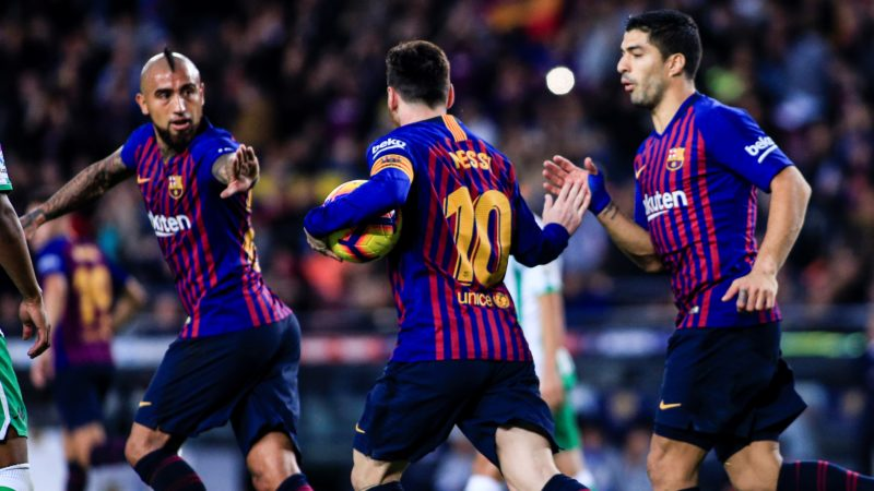10 Leo Messi from Argentina of FC Barcelona returns to play after the recovery of his arm injury celebrating his goal during the Spanish league football match between FC Barcelona and Real Betis at the Camp Nou stadium in Barcelona on November 11, 2018. (Photo by Xavier Bonilla/NurPhoto)