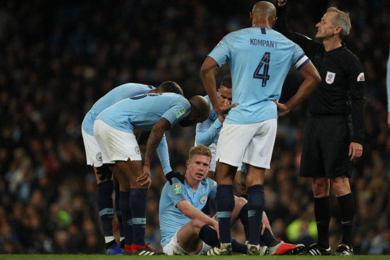 MANCHESTER, ENGLAND - NOVEMBER 01: Kevin De Bruyne of Manchester City goes down injured in the second half during the Carabao Cup Fourth Round match between Manchester City and Fulham at Etihad Stadium on November 1, 2018 in Manchester, England. (Photo by Matthew Ashton - AMA/Getty Images)