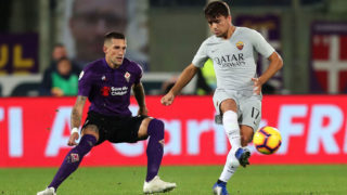 FLORENCE, ITALY - NOVEMBER 03: Cengiz Under of AS Roma in action against Cristiano Biraghi of ACF Fiorentina during the Serie A match between ACF Fiorentina and AS Roma at Stadio Artemio Franchi on November 3, 2018 in Florence, Italy.  (Photo by Gabriele Maltinti/Getty Images)