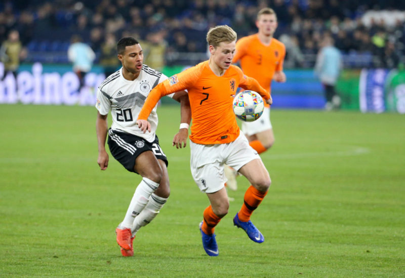 GELSENKIRCHEN, GERMANY - NOVEMBER 19: Serge Gnabry of Germany, Frenkie de Jong of the Netherlands during the UEFA Nations League A group one match between Germany and Netherlands at Veltins-Arena on November 19, 2018 in Gelsenkirchen, Germany. (Photo by Jean Catuffe/Getty Images)