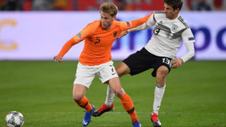 GELSENKIRCHEN, GERMANY - NOVEMBER 19:  Thomas Mueller of Germany is challenged by Frenkie De Jong of The Netherlands during the UEFA Nations League A group one match between Germany and Netherlands at Veltins-Arena on November 19, 2018 in Gelsenkirchen, Germany.  (Photo by Stuart Franklin/Bongarts/Getty Images)