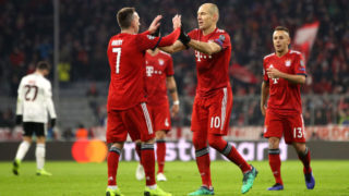 MUNICH, GERMANY - NOVEMBER 27:  Arjen Robben of Bayern Munich celebrates with team mates after scoring their team's second goal during the UEFA Champions League Group E match between FC Bayern Muenchen and SL Benfica at Fussball Arena Muenchen on November 27, 2018 in Munich, Germany.  (Photo by Adam Pretty/Getty Images)