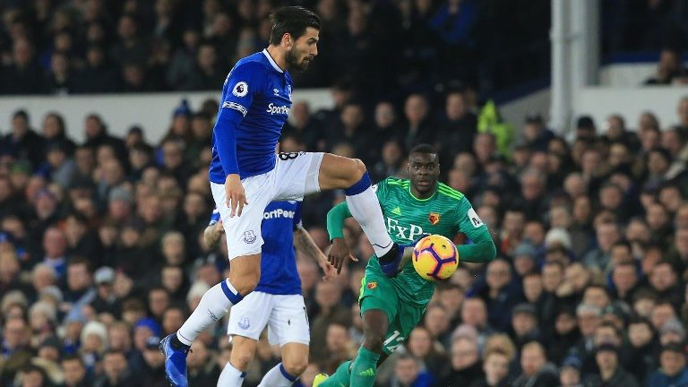 Everton's Portuguese midfielder André Gomes controls the ball during the English Premier League football match between Everton and Watford at Goodison Park in Liverpool, north west England on December 10, 2018. (Photo by Lindsey PARNABY / AFP) / RESTRICTED TO EDITORIAL USE. No use with unauthorized audio, video, data, fixture lists, club/league logos or 'live' services. Online in-match use limited to 120 images. An additional 40 images may be used in extra time. No video emulation. Social media in-match use limited to 120 images. An additional 40 images may be used in extra time. No use in betting publications, games or single club/league/player publications. /