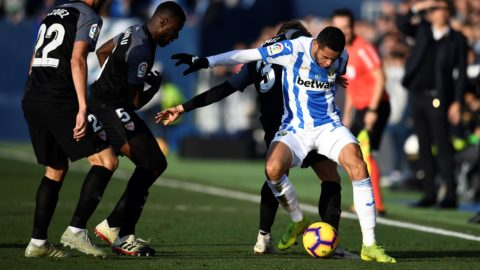 Leganes' Moroccan forward Youssef En-Nesyri (R) vies with Sevilla's Spanish defender Sergi Gomez during the Spanish League football match between Club Deportivo Leganes SAD and Sevilla FC at the Estadio Municipal Butarque in Leganes on Decemeber 23, 2018. (Photo by OSCAR DEL POZO / AFP)