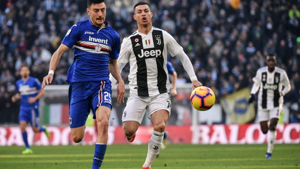 Sampdoria's defender Alex Ferrari (L) and Juventus' Portuguese forward Cristiano Ronaldo go for the ball during the Italian Serie A football match Juventus vs Sampdoria on December 29, 2018 at the Juventus stadium in Turin. (Photo by Marco BERTORELLO / AFP)