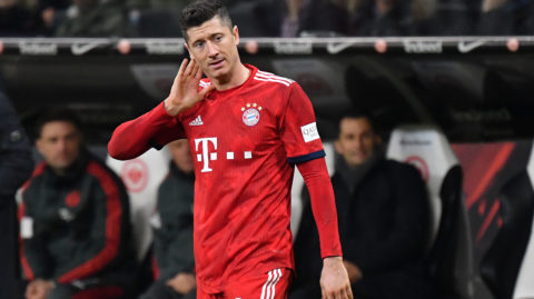 Robert LEWANDOWSKI (FC Bayern Munich), gesture, skeptical, action, single image, single cut motive, half figure, half figure. Soccer 1. Bundesliga, 17.matchday, matchday17, Eintracht Frankfurt (F) -FC Bayern Munich M) 0-3. on 22/12/2018 in Frankfurt. COMMERZBANKAREN A. DFL REGULATION PROHIBIT ANY USE OF PHOTOGRAPHS AS IMAGE SEQUENCES AND / OR QUASI VIDEO. | usage worldwide
